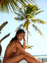 Melisa Mendiny Strips Off Her Sexy Bikini
