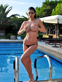 Lilly Roma Busty Babe In The Pool