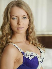 Gorgeous Stella Lane Gets Nude