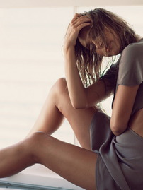 Luscious Model Alexis Ren Exposes Her Hot Body