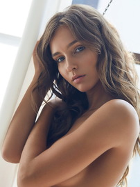 Rachel Cook Shows Off Her Bare Tits In The Bedroom