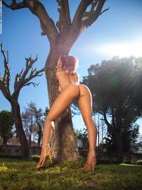 Tommie Jo Strips Off Her Sexy Bikini