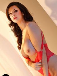 Caras Red Striptease