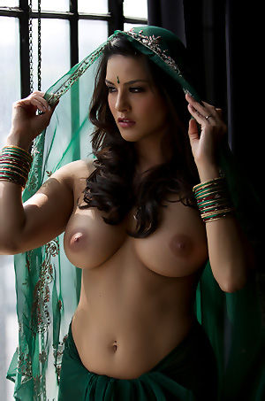 Sunny Leone In Traditional Dress