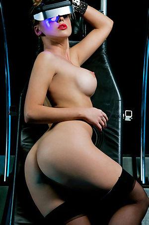 Sydney Barlette Posing Her Sexy Body