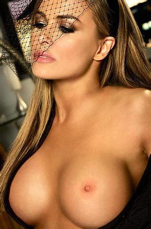 Carmen Electra Busty Blonde Babe Strips