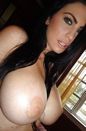 Emmanuelle London Shows Hot Nude Body
