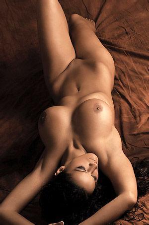 Vivian Hot Oiled Babe Posing Naked In Studio