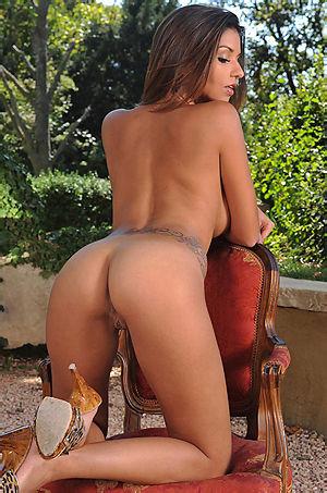 Krystal Webb Big Boobed Babe In The Garden