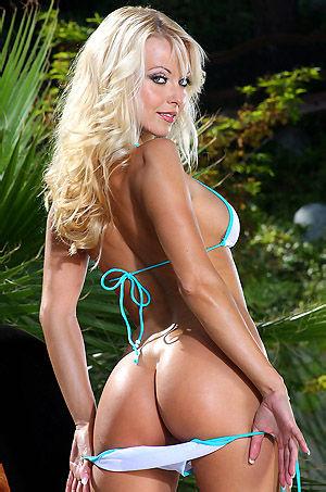 Jana Cova Strips Off Her Bikini