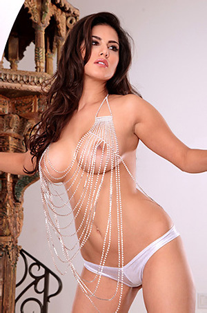Sunny Leone Hot Body