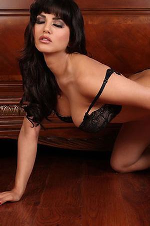 Sunny Leone Exposing Her Hot Body
