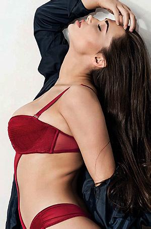 Beth Humphreys Sexy Celebrity