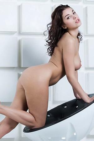 Evita Lima In Moderna