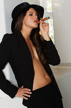 Aspen Rae Smoking Beauty