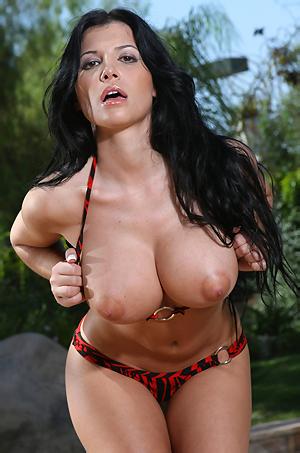 Rebeca Linares Sexy In Bikini