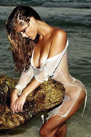 Nina Agdal Hot Pics
