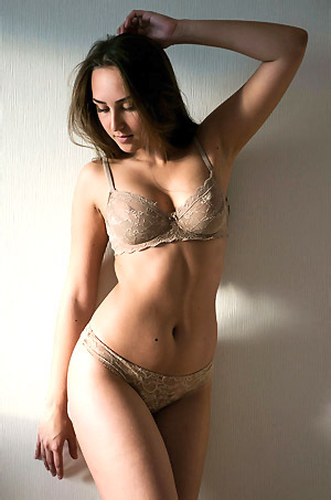 Sexy Emmi Gets Nude