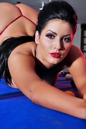 Yasmine James Glamour Babe