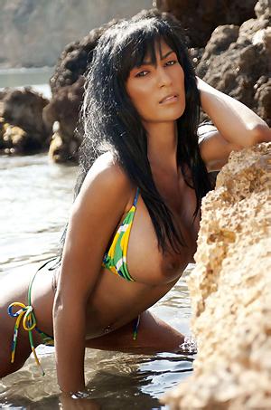Fernanda Ferrari In Sexy Bikini