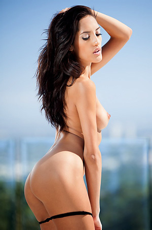 Chloe Amour Gets Nude
