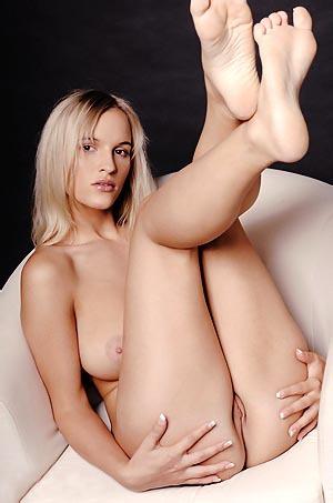 Busty Blonde Amanda Posing Naked
