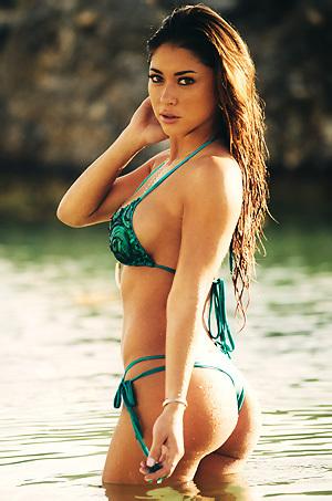 Arianny Celeste Sexy Bikini Pictures