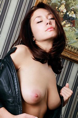 Mila Shows Her Body