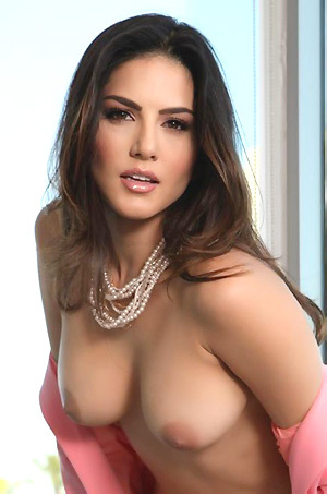 Sunny Leone Gets Nude