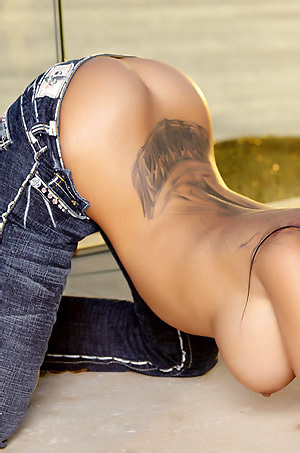Lela Star Strips Off Her Jeans