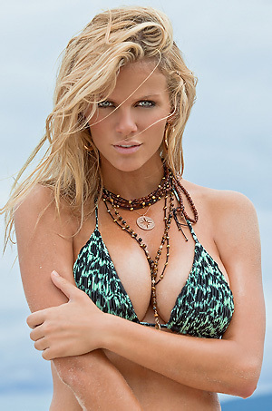 Brooklyn Decker In Sexy Bikini