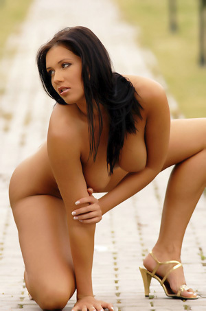 Veronica Da Souza Poses Naked Outside