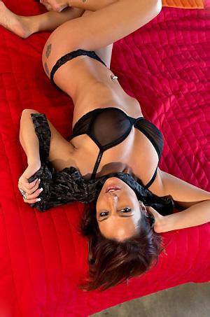Nikki Sims Gets Nude