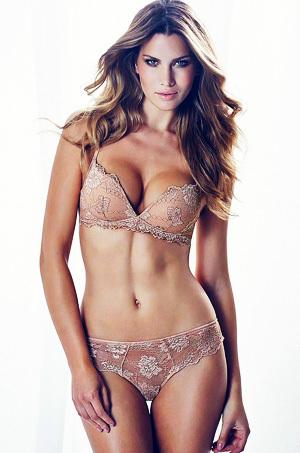 Mesmerizing Eyed Glamour Model Gabriela Iliescu