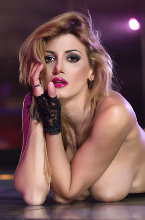 Rosy Maggiulli Gets Totally Nude