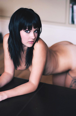 Mellisa Clarke Poses Naked
