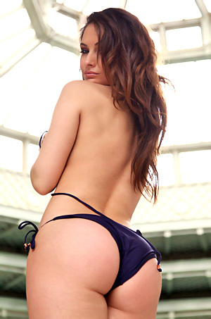 Stunning Bikini Babe Anastasia Harris
