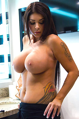 Brook Ultra Shows Her Huge Tits