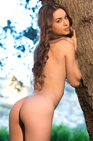 Tali Dova Flashes Hairy Bushes
