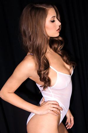 Busty Model Alyssa Arce