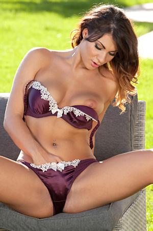 Roxy Mendez Strips Outside