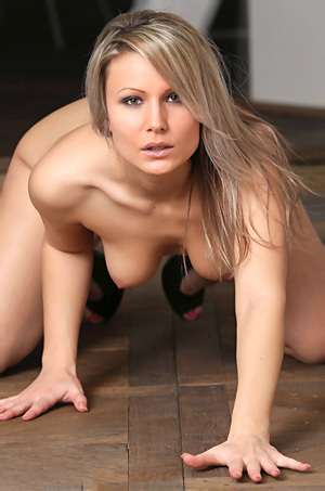 Sexy Blonde Babe Poses Naked