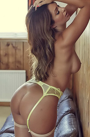 Holly Peers Fully Naked In The Cabin