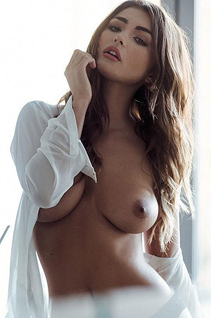 Busty India Reynolds Shows Her Nude Breasts