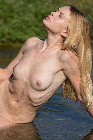 Blonde Teen Maria Rubio Naked In The Lake