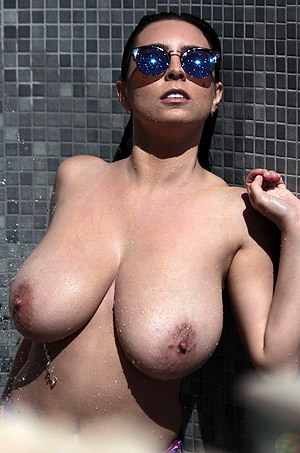 Ewa Is Showering