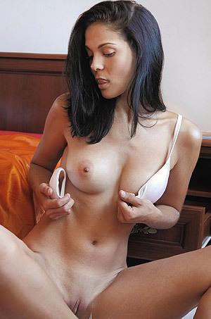 Erotic Latina Girl Callista In Early Morning