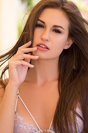 Super Hot Babe Demi Fray