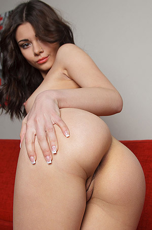 Cute Brunette Ciccare