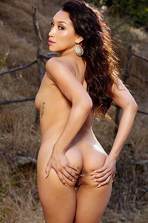 Latina Glamour Babe Vicki Chase